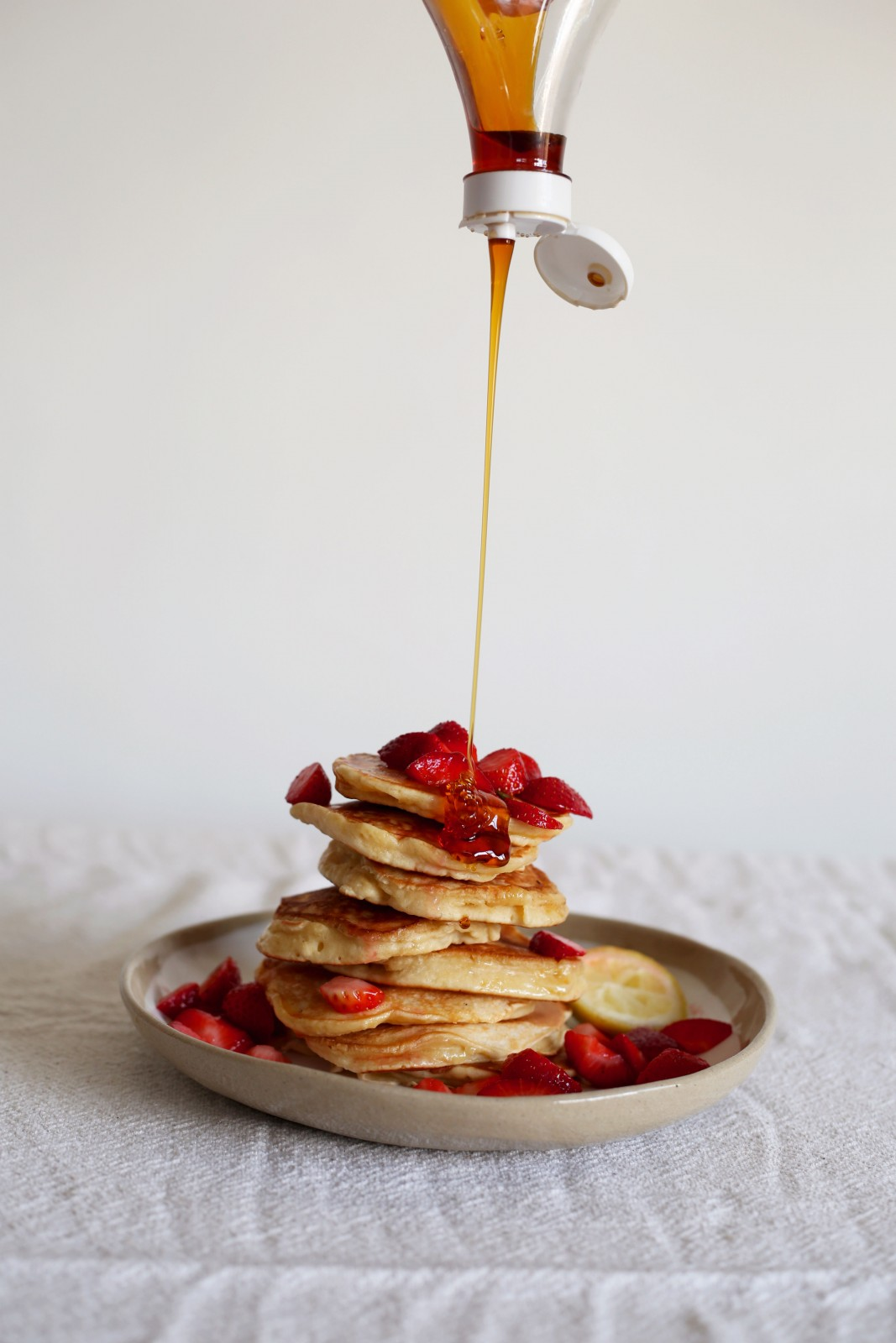 syrup-pour-crumpets
